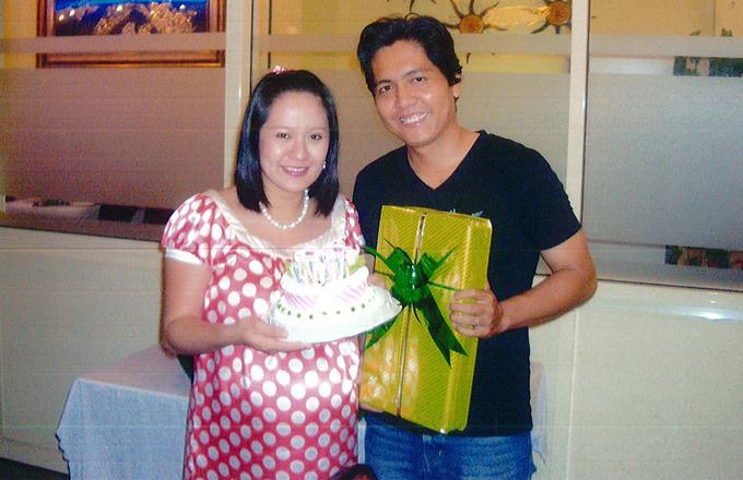 Thanh Thúy vừa kịp tổ chức sinh nhật vài tiếng trước khi sinh bé Cà Phê. Buổi chiều tôi thổi nến mừng tuổi mới thì tối vào viện sinh Cà Phê luôn. Hai mẹ con chung một ngày sinh nhật, nữ diễn viên kể.
