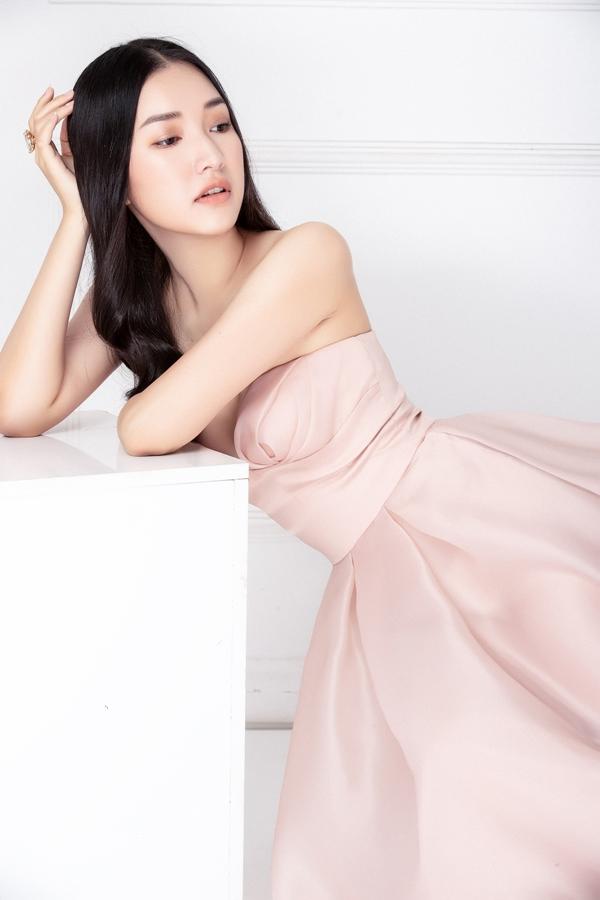 Ngọc Trân sinh năm 1995 tại Huế, đăng quang Hoa khôi Người đẹp du lịch Huế năm 2015. Người đẹp được công chúng biết đến khi tham gia chương trình văn hoá, ẩm thực hợp tác Việt - Hàn mang tên Nàng thơ xứ Huế.