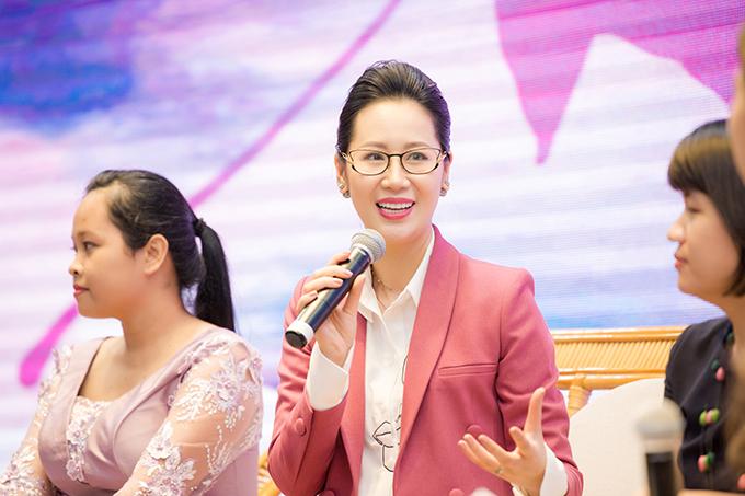 Dương Thùy Linh cảm thấy rất vinh dự khi được mời làm diễn giả của chương trình và có cơ hội chia sẻ kinh nghiệm đến sinh viên nữ.