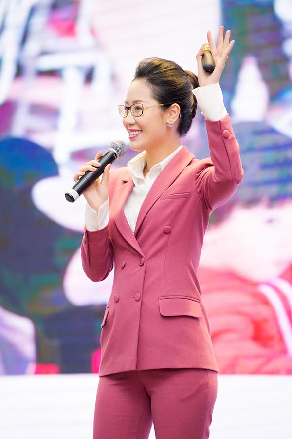 Từ khi đăng quang Mrs Worldwide 2018, Dương Thuỳ Linh rất đắt show event, làm MC song ngữ. Cô còn được nhiều tổ chức trong nước và quốc tế mời làm gương mặt đại sứ cho những chiến dịch cộng đồng, đặc biệt là các sự kiện đấu tranh cho quyền của phụ nữ vàtrẻ em.