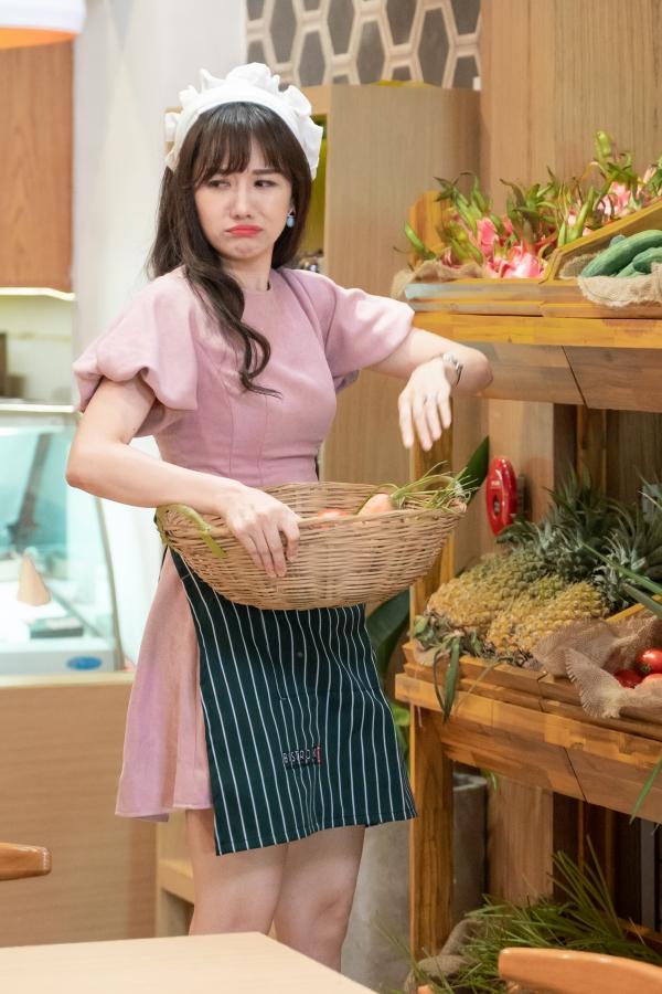 Hari Won vào vai cô nh6an viên phục vụ của Quán ăn hạnh phúc -