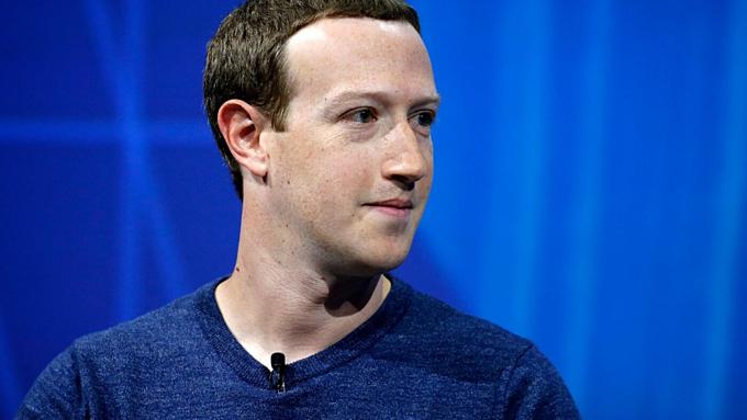 Mark Zuckerberg tại Paris, Pháp, cách đây tròn một năm. Ảnh:AFP.