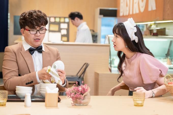 Đồng hành cùng Hari Won là diễn viên Đại Nghĩa vai ông chú hàng xóm vui tính.