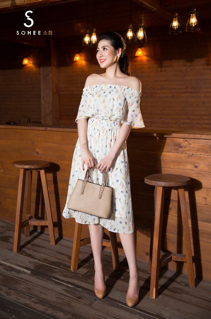 Bên cạnh các mẫu váy màu trơn, bộ sưu tập mới của Sohee còn có thiết kế hoạ tiết hoa cỏ bay bổng dành cho những cô nàngđiệu đà.