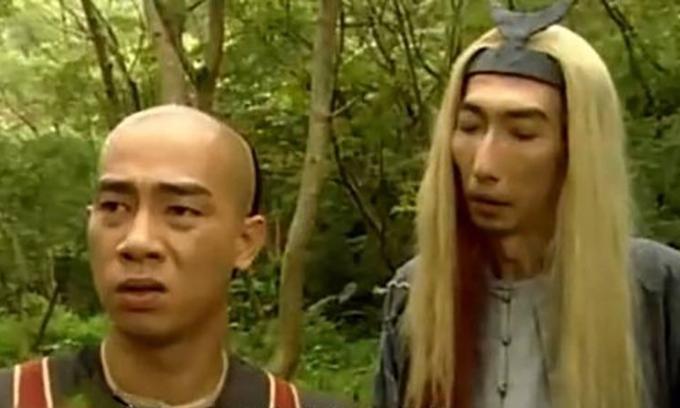 Xa Bảo La (tóc dài) đóng chung với Trần Tiểu Xuân trong phim Lộc đỉnh ký 21 năm trước.