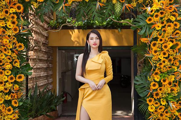 Sao Việt mê váy lệch vai của Nguyễn Hà Nhật Huy - 3