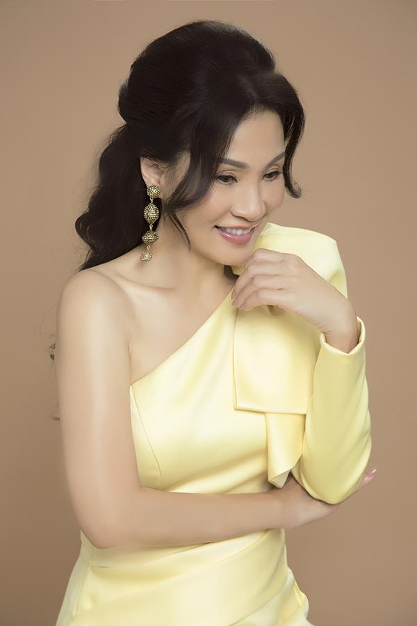 Sao Việt mê váy lệch vai của Nguyễn Hà Nhật Huy - 4