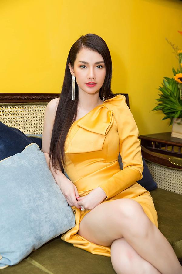 Sao Việt mê váy lệch vai của Nguyễn Hà Nhật Huy - 6