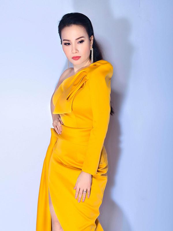 Sao Việt mê váy lệch vai của Nguyễn Hà Nhật Huy - 8