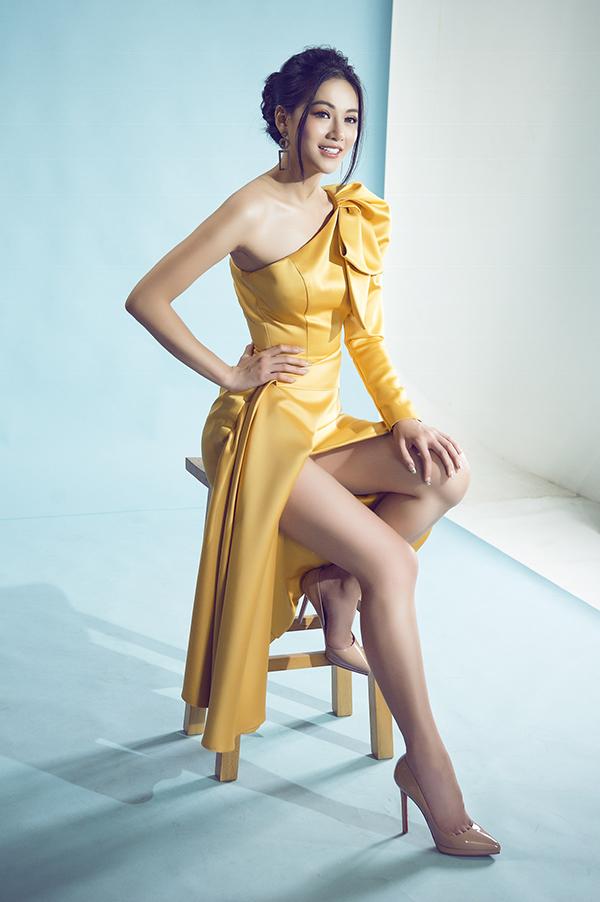 Sao Việt mê váy lệch vai của Nguyễn Hà Nhật Huy - 9