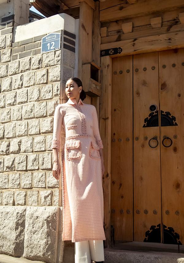 [Caption Song song với việc kinh doanh, hoa hậu Hà Kiều Anh vẫn luôn quan tâm và theo dõi các thông tin sự kiện giải trí. Với bản tính cương trực, công tâm và giàu kinh nghiệm trong các cuộc thi sắc đẹp nên Hà Kiều Anh luôn là cái tên được nhiều nhà sản xuất giao trọng trách