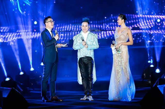 Ca sĩ Tùng Dương cũng là một trong những khách mời của đêm nhạc.