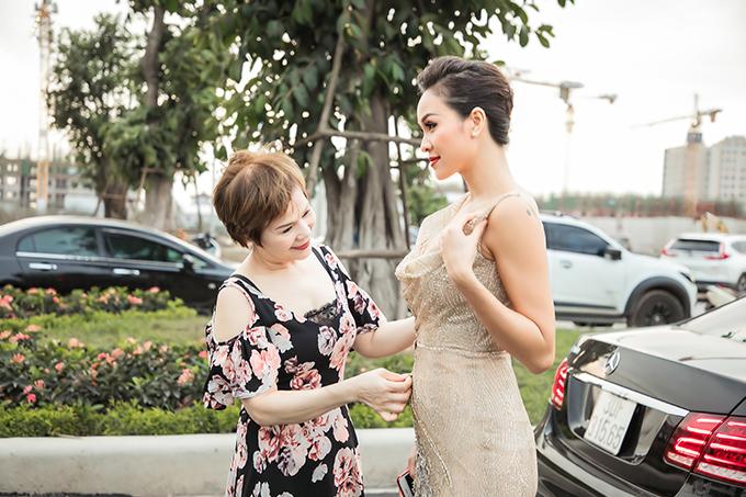 Chia sẻ về mẹ của mình, Phương Mai cho biết: Bà có tư tưởng rất hiện đại, thích con gái ăn mặc đẹp, gợi cảm, thể hiện được cá tính của mình. Bởi vậy, dù nhiều người không thích tôi diện váy áo quá sexy nhưng bà không vì thế mà chê bai con gái. Bà luôn tôn trọng sở thích, cuộc sống riêng tư của con.
