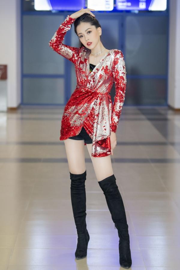 Á hậu Phương Nga được cổ vũ khi hát hit của Hồ Ngọc Hà