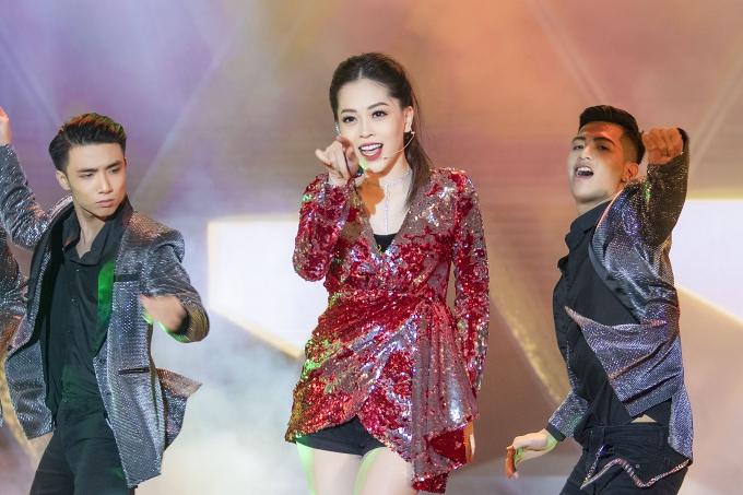 Á hậu Phương Nga được cổ vũ khi hát hit của Hồ Ngọc Hà - 3