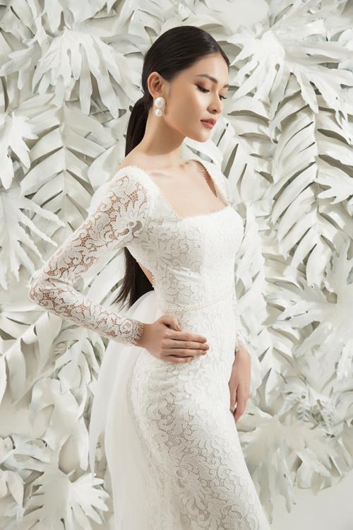 Ở phong cách này, lớp nền trang điểm nhẹ nhàng là lựa chọn hoàn hảo, phù hợp với tông da vàng của người châu Á, giúp cô dâu có vẻ khỏe khoắn, làn da căng mọng.