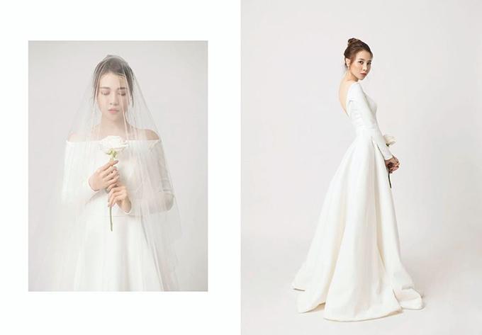 Đàm Thu Trang lựa chọn phong cách tối giản khi chụp ảnh cưới. Trang phục cô chọn bao gồm suit màu trắng, váy cúp ngực hoặc váy trễ vai đều hạn chế họa tiết.