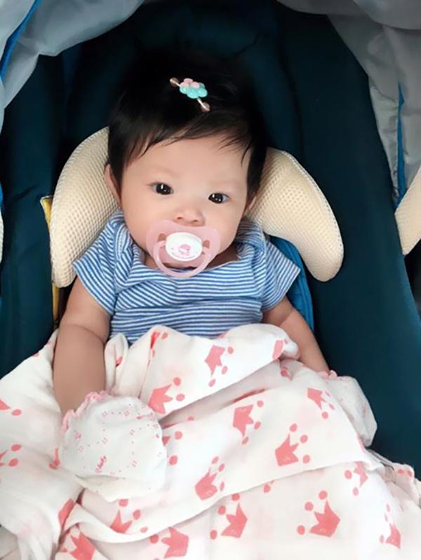 Hải Băng sinh con gái đầu lòng hồi tháng 3/2017 nhưng đến tháng 5/2017, những hình ảnh đầu tiên của cô bé được lan truyền trên mạng xã hội. Nhiều người bất ngờ vì trước đó, nữ ca sĩ chưa bao giờ chia sẻ với báo giới về hạnh phúc làm mẹ. Giải thích với người hâm mộ, cô khẳng định mình không cố tình giấu chuyện có con mà chỉ vì không muốn con gái trở thành đề tài bàn tán khi còn quá nhỏ. Bé được bố mẹ đặt tên ở nhà là Kem và tên thật là Nguyễn Minh Tuệ.