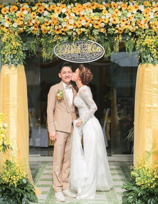 Tháng 7/2016, Hải Băng và Thành Đạt bí mật đính hôn nhưng một năm sau đó mới công khai chuyện này với người hâm mộ.