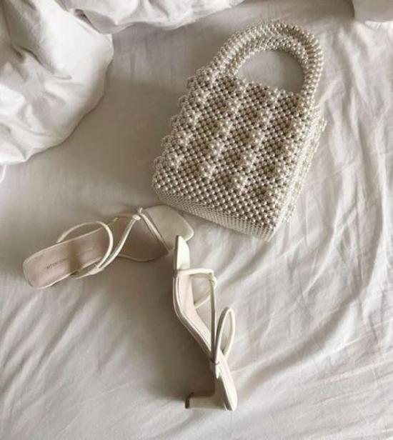 Túi hộp vuông có phom dáng gần với dòng túi Dior là sản phẩm đắt hàng nhất. Hầu hết các fashionsta nổi tiếng đều chọn cho mình một mẫu để mix-match đồ dạo phố.