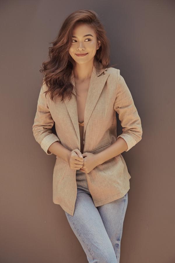 Mâu Thủy từng đăng quang Vietnams Next Top Model 2013, theo đuổi công việc người mẫu chuyên nghiệp trước khi lấn sân lĩnh vực sắc đẹp.
