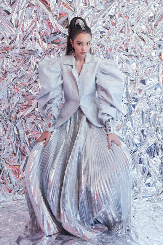 Trong bộ ảnh mới thực hiện, Alexandra Matheson diện các trang phục vừa ra lò của Hà Nhật Tiến.