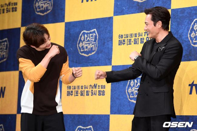 Jang Dong Gun, Song Joong Ki vật tay nhau trong họp báo - 6