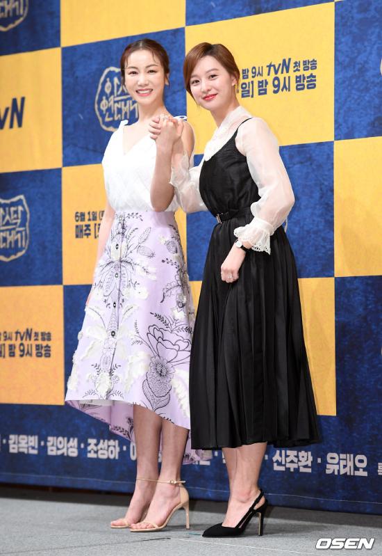 Hai diễn viên nữ Kim Ok Bin và Kim Ji Won.