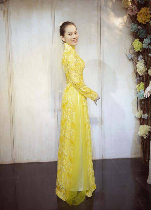 Hôn phu của Dương Khắc Linh được nhiều người khen xinh đẹp rất đẹp đôi với anh.