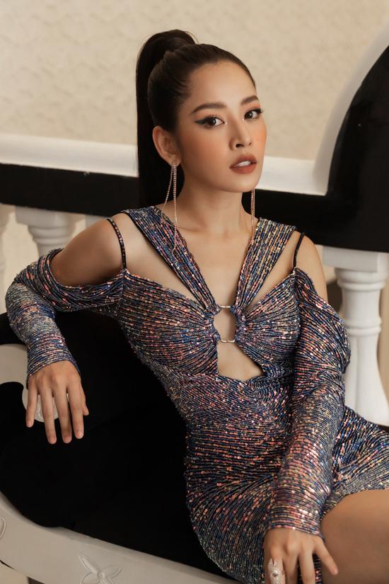 Chi Pu, Quỳnh Anh Shyn diện váy xẻ quay hình show Đỗ Long - 5