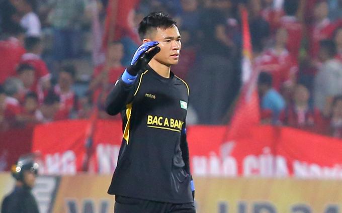 Thủ môn Nguyên Mạnh có 8 trận giữ sạch lưới sau 10 trận bắt chính cho SLNA ở V-League mùa này. Ảnh: Đương Phạm.