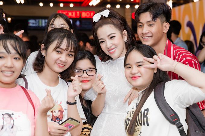 Nữ diễn viên ghi điểm với các fan nhờ tính cách thân thiện, dễ mến.