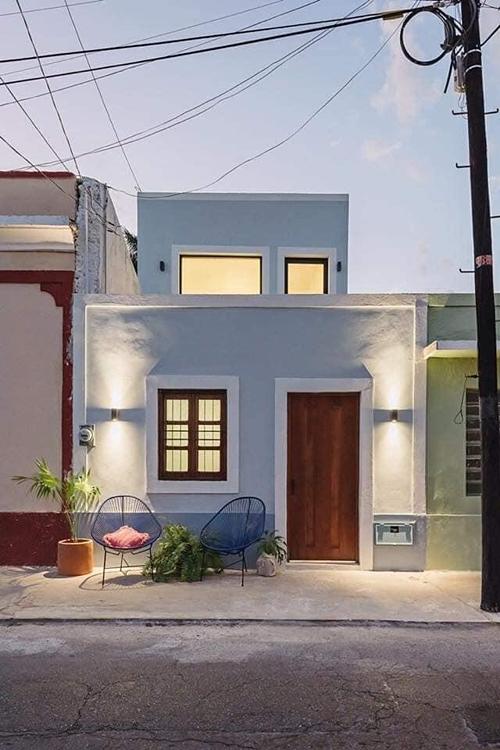 Trong bối cảnh đất chật, người đông, chủ nhân của căn nhà ở Brazil này đã tìm được giải pháp cho việc kiến tạo không gian sống cho mình. Trên mảnh đất có chiều rộng chỉ 4m, ngôi nhà giống như chiếc hộp ma thuật với nội thất tiện nghi, rộng rãi đáng kinh ngạc ngay khi bạn vừa bước chân qua cánh cửa chính.