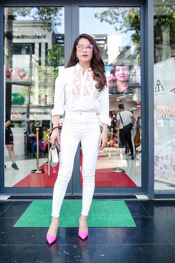 Trương Ngọc Ánh ủng hộ trẻ em ung thư diễn thời trang - 1