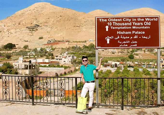 [CaptionHình 11:  Jericho là một thành phố thuộc chủ quyền của quốc gia Palestine, nằm trong một ốc đảo, thấp hơn mực nước biển tới 258 mét,do đó đây là nơi thấp nhất thế giới có người sống. Thành phố được ghi nhận là thành phố cổ nhất thế giới, có niên đại lên tới 10.000 năm tuổi.