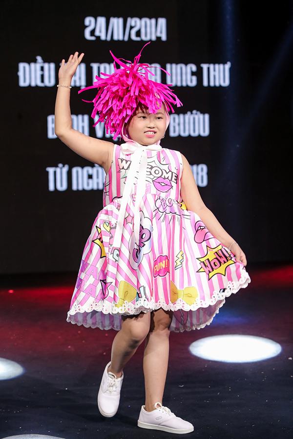 Trương Ngọc Ánh ủng hộ trẻ em ung thư diễn thời trang - 7