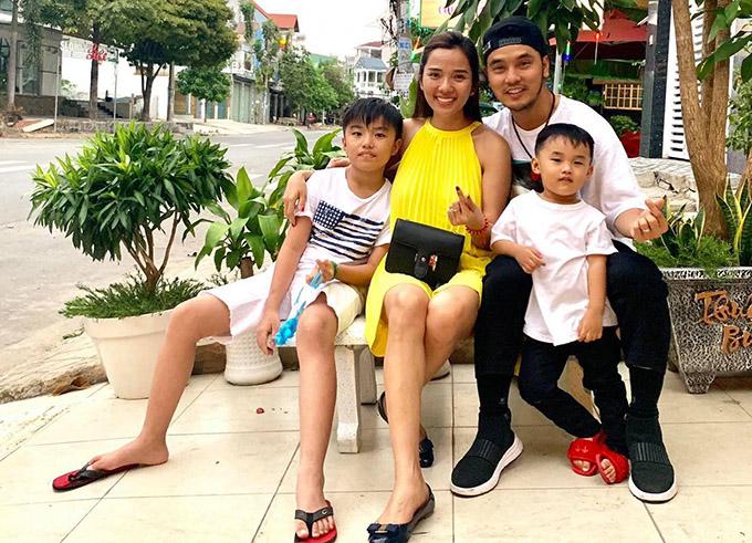 Gia đình hạnh phúc của Ưng Hoàng Phúc - Kim Cương.