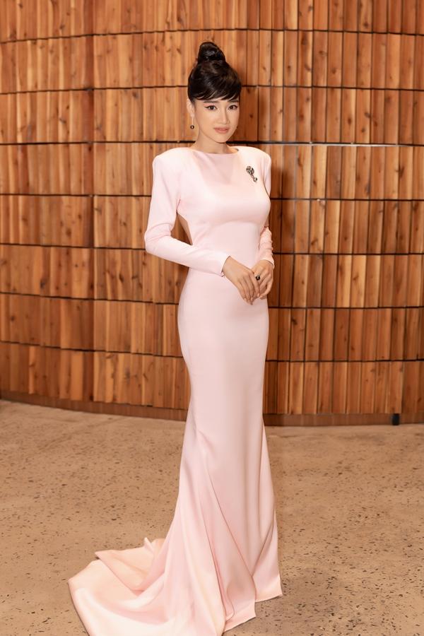 Nhã Phương đeo trang sức hơn 1,5 tỷ dự show Đỗ Long