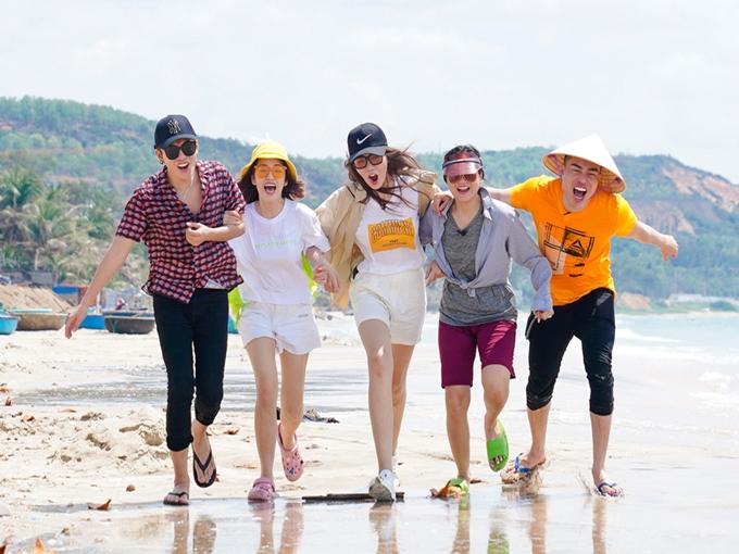 Các nghệ sĩ Gin Tuấn Kiệt, Puka, MC Đỗ Nhật Hà, Lâm Vỹ Dạ, Lê Dương Bảo Lâm cùng tham gia tập đầu tiên của chương trình Việt Nam tươi đẹp 2019, ghi hình tại biển Mũi Né (Phan Thiết).