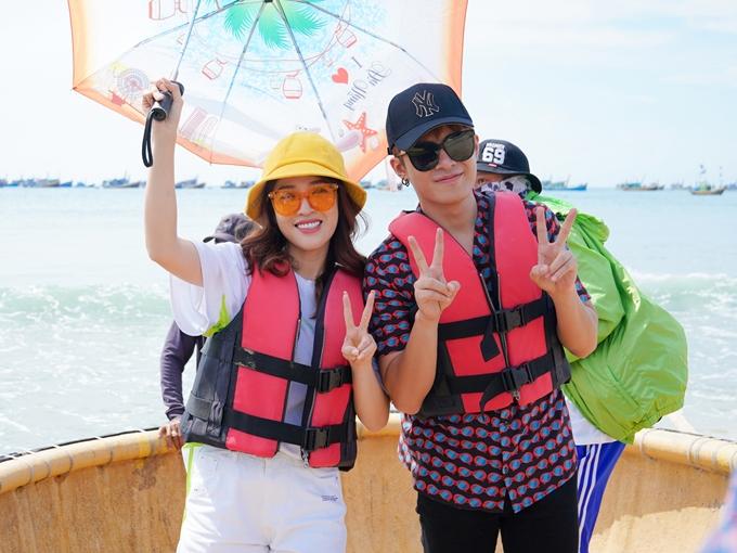 Puka và Gin Tuấn Kiệt chung một đội. Ở tập đầu tiên, các nghệ sĩ phải trải qua thử thách đua thuyền thúng, sau đó hỗ trợ người dân làng chài bán hải sản tại chợ cá.