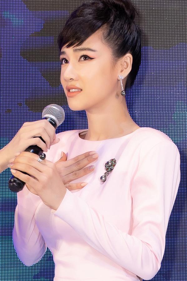 Nhã Phương đeo trang sức hơn 1,5 tỷ dự show Đỗ Long - 3
