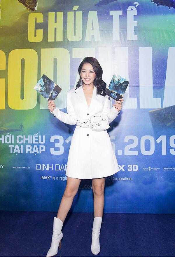 Dự buổi ra mắt phim Godzilla: King of Monsters, Chi Pu diện trang phục hiện đại mang gam trắng chủ đạo.