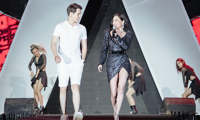 Bùi Bích Phương gần đây gặt hái nhiều thành công với vô số giải thưởng âm nhạc. Cô vừa nhận giải Cống hiến cho MV của năm với Bùa yêu.