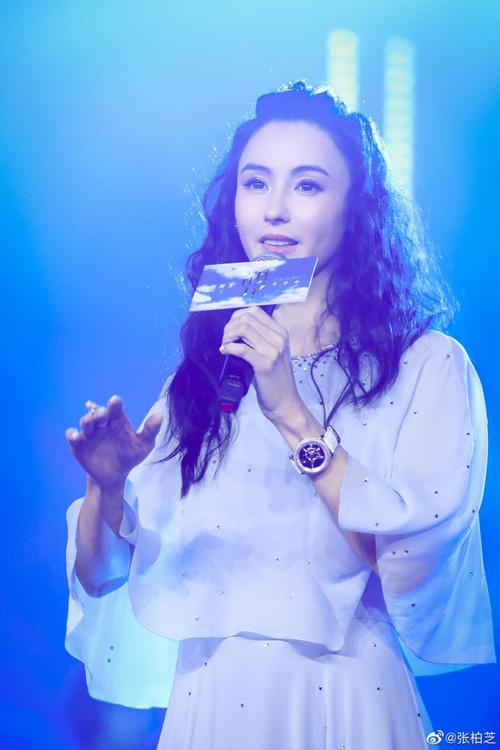 Trương Bá Chi trên sân khấu sự kiện hồi tháng 5.