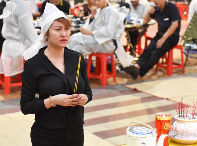 Phi Thanh Vân tại đám tang bố, hôm 3/6.