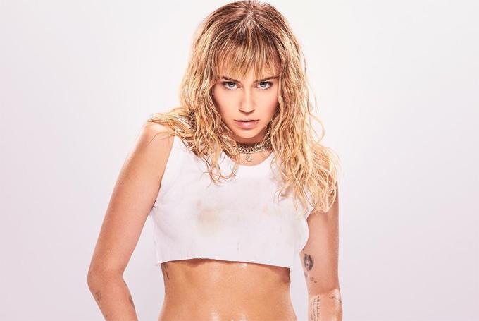 Miley Cyrus phản đối nạn quấy rối phụ nữ.