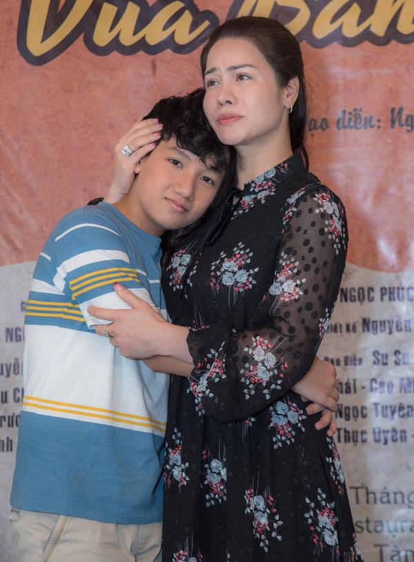 Vua bánh mì đánh dấu việc Nhật Kim Anh tái xuất ở lĩnh vực phim ảnh, sau thời gian tập trung kinh doanh và ca hát. Bé Gia Bảo hóa thân con trai của Nhật Kim Anh.