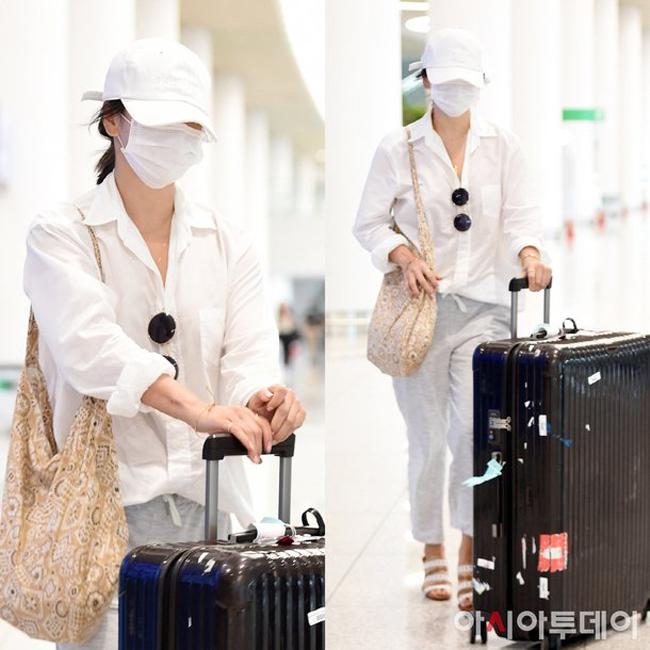 Việc Song Hye Kyo không đeo nhẫn tiếp tục khiến nhiều tờ báo Hàn đặt câu hỏi.