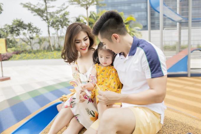 Gia đình Vân Trang diện trang phục Old Navy dạo chơi cuối tuần - 1