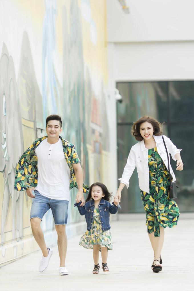 Gia đình Vân Trang diện trang phục Old Navy dạo chơi cuối tuần - 3